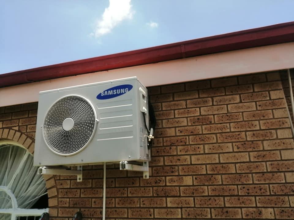Split air conditioning installation